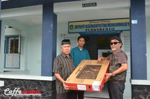 dimas_Club Motor Baksos_anggota Club Motor Antik adakan Baksos ke Panti Asuhan di Purwokerto.